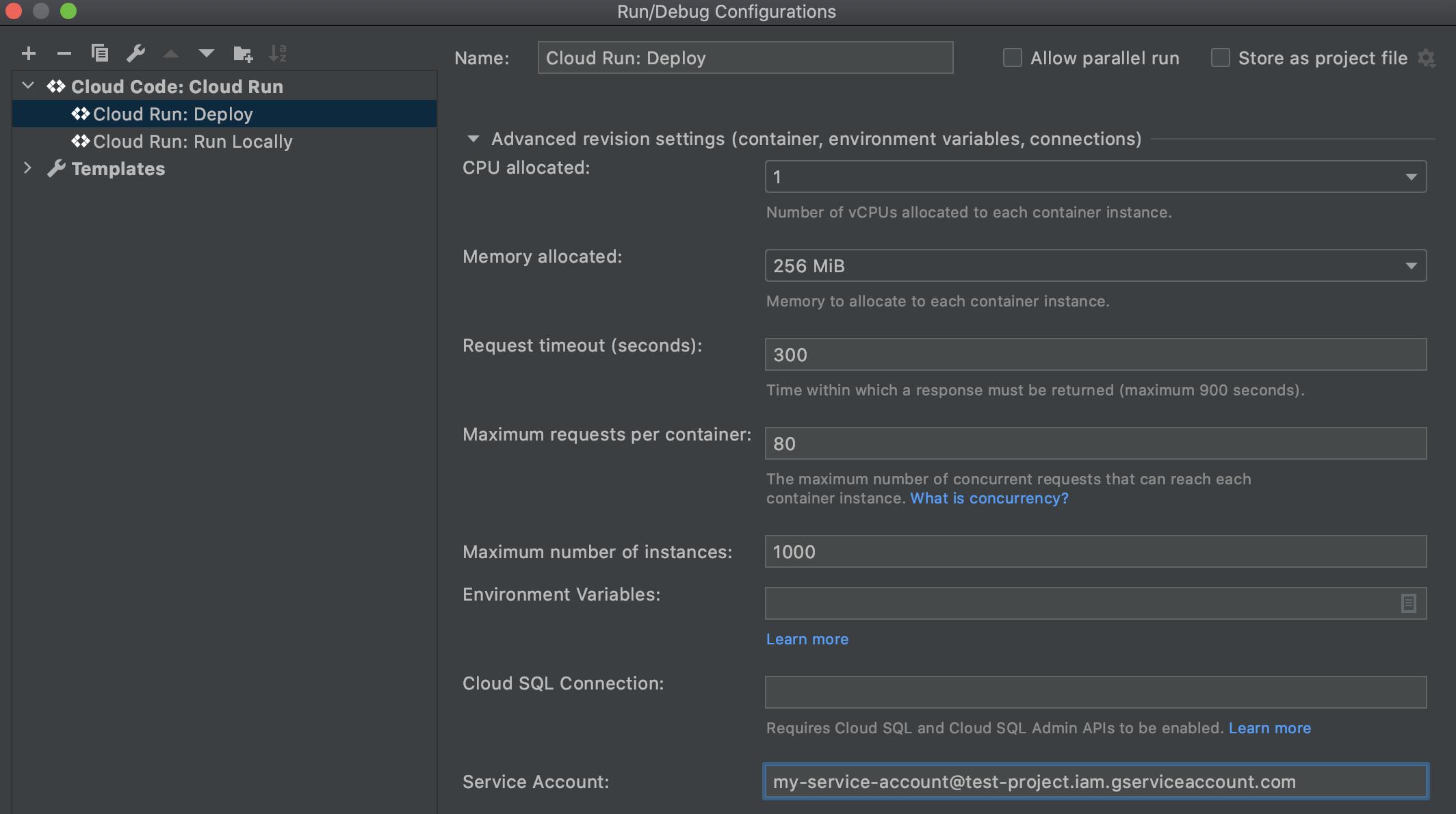 """Section """"Advanced revision settings"""" (Paramètres de révision avancés) développée dans le panneau """"CloudRun: Deploy"""" (CloudRun: Déployer). Le champ """"Service Account"""" (Compte de service) est renseigné avec le nom du compte de service au format service-account-name@project-name.iam.gserviceaccount.com"""