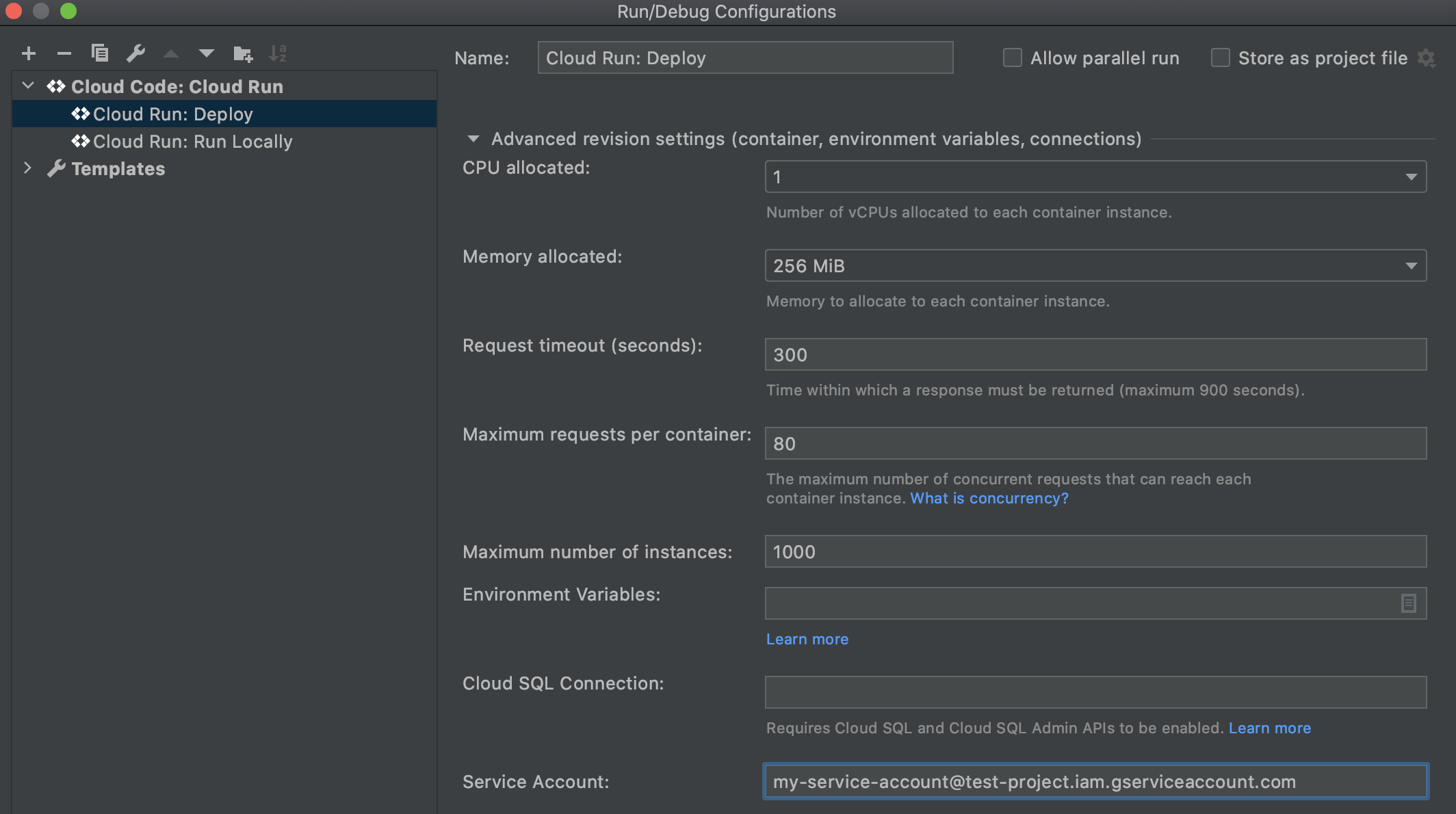 Cloud Run에서 펼쳐진 고급 버전 설정 섹션: service-account-name@project-name.iam.gserviceaccount.com 형식의 서비스 계정 이름이 입력된 배포 및 서비스 계정 필드