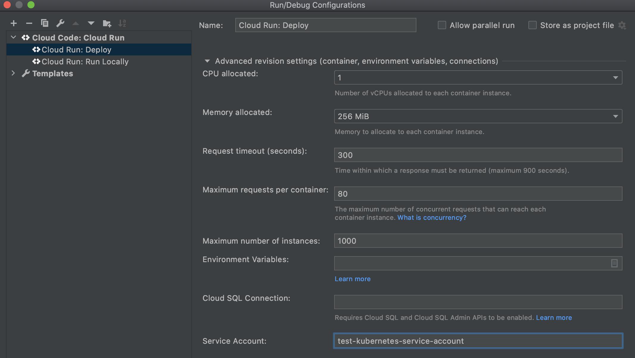Cloud Run에서 펼쳐진 고급 버전 설정 섹션: Kubernetes 서비스 계정 이름으로 채워진 배포 및 서비스 계정 필드