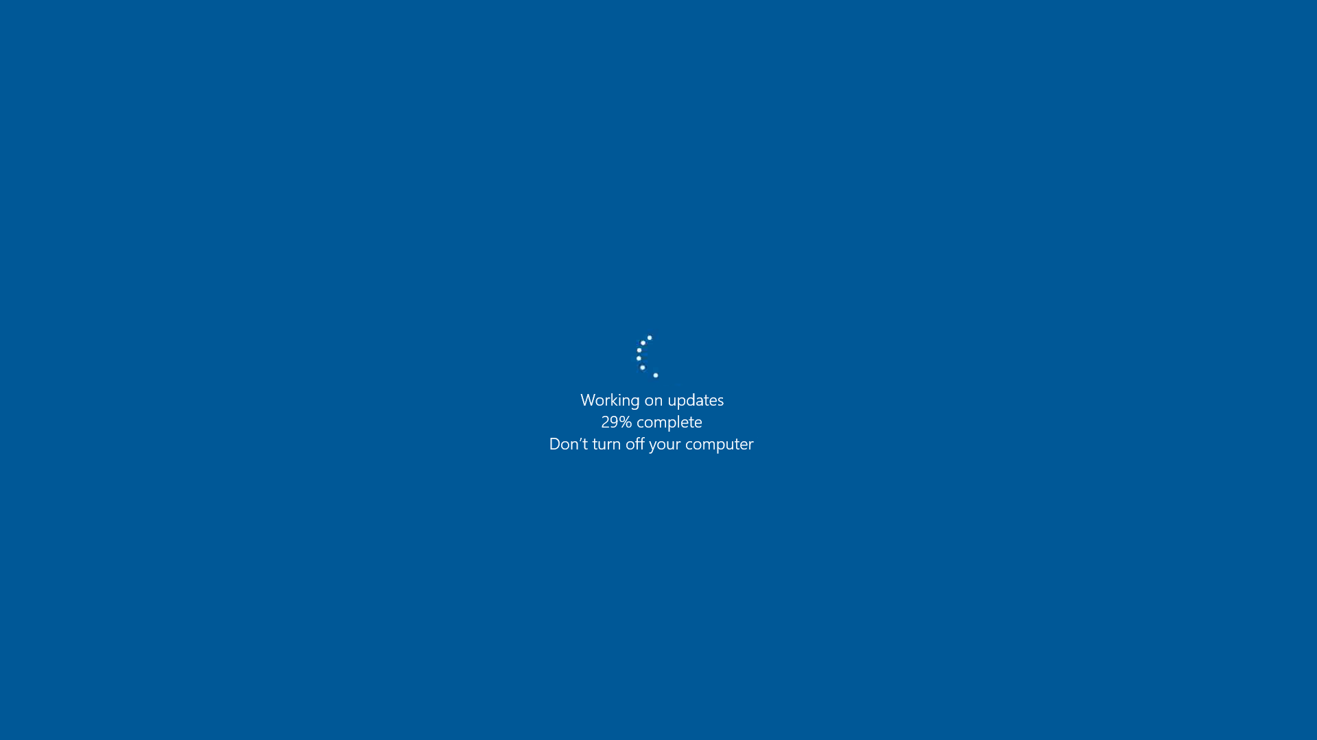 Windows Server 2016 Datacenter performing updates.