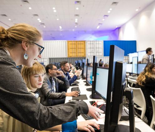 Professionnels suivant une formation via Google Cloud.
