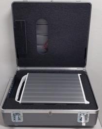 Photo d'un serveur TransferAppliance dans un étui de transport ouvert